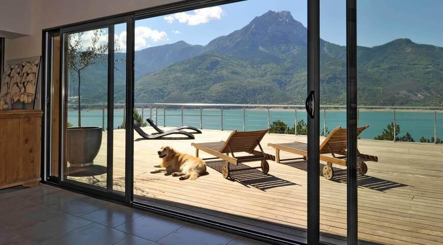 grandes parois vitrées sur terrasse