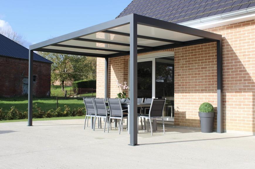 installation pergola aluminium avec toit polycarbonate