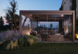 pergola bioclimatique vitrée